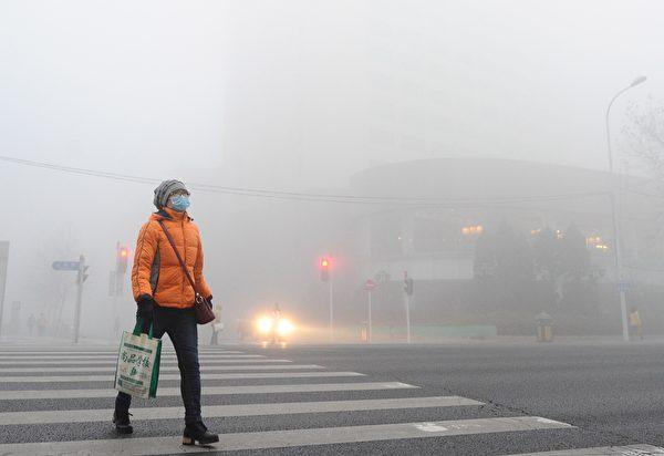 2016年12月19日处在阴霾下的中国大连。 (VCG/VCG via Getty Images)