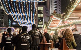 柏林警察解釋,將如何保護聖誕市場,避免再次發生恐襲。圖為去年柏林發生恐襲之後警察巡邏的情景。(CLEMENS BILAN/AFP/Getty Images)