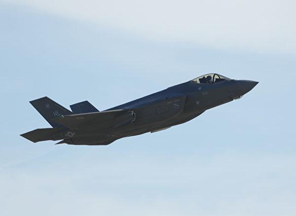 美国军方官员们表示,第五代F-35战机具有非凡战斗力,其作战性能远远超越现有任何战机。(George Frey/Getty Images)