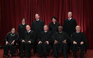 美國最高法院現任大法官。前排左起:大法官魯思·金斯伯格、安東尼·肯尼迪、首席大法官約翰·格洛佛·羅伯茨、克拉倫斯·托馬斯、史蒂芬·布雷耶 後排左起:大法官艾蕾娜·卡根、塞繆爾·阿利托、索尼婭·索托馬約爾、尼尔·戈萨奇。(Alex Wong/Getty Images)