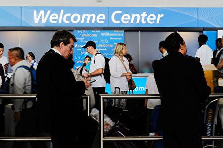 美国总统川普(特朗普)政府计划取消H-1B签证配偶可以申请在美工作的规定,预计印度及中国受到的影响最大。图为纽约JFK机场。(Spencer Platt/Getty Images)