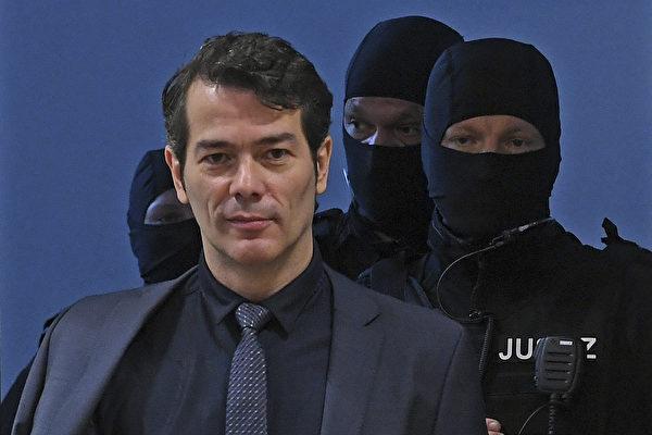 2017年10月9日,前「德國先生」Adrian Ursache被控謀殺,此案在Halle開庭。這名「帝國公民」在法庭上大罵法官。 (HENDRIK SCHMIDT/AFP/Getty Images)