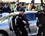 紐約曼哈頓下西城週二(31日)下午發生的卡車恐襲事件,警察在仔細搜查。(DON EMMERT/AFP/Getty Images)