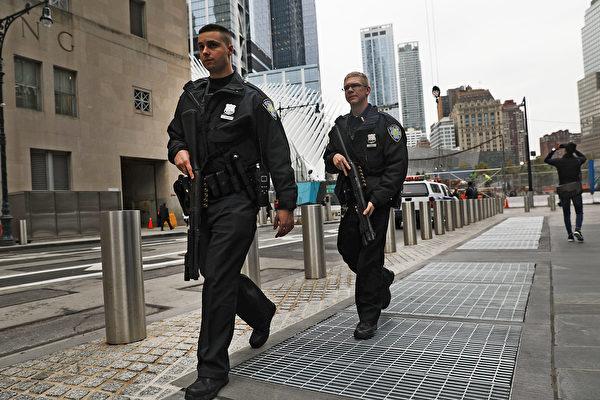 10月31日,紐約曼哈頓發生恐襲襲擊,一名嫌犯駕車衝撞人群,造成8人死亡,13人受傷。圖為11月1日的曼哈頓。(Spencer Platt/Getty Images)