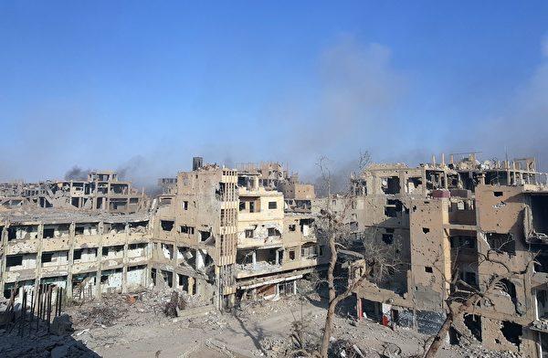 敘利亞政府軍週五也宣布,已收復伊斯蘭國的最後主要據點、東部大城代爾祖爾市(Deir al-Zor)。(STRINGER/AFP/Getty Images)