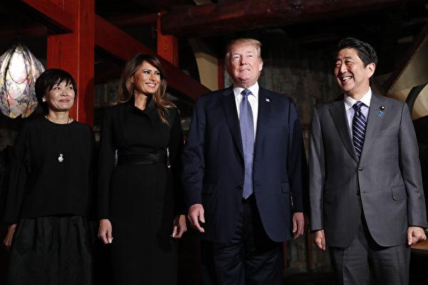 5日晚上,安倍伉俪在银座Ukai亭铁板烧餐厅,为川普和梅拉尼娅洗尘。(KIM KYUNG-HOON/AFP/Getty Images)