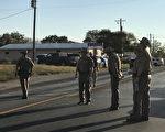 德州威尔逊县萨瑟兰泉(Sutherland Springs)周日(11月5日)发生枪击案,至少27人死亡,27人受伤。(SUZANNE CORDEIRO/AFP/Getty Images)