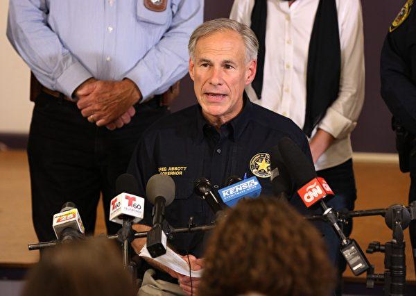 德州州長艾伯特(Greg Abbott)表示,週日的槍擊案是美國近代史上最嚴重的教堂槍擊案。 ( SUZANNE CORDEIRO/AFP/Getty Images)