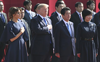 11月6日,美国总统川普夫妇在东京,参加由日本首相安倍夫妇为他们举行的欢迎仪式。(KOJI SASAHARA/AFP/Getty Images)