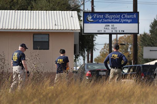 FBI在事发教堂调查。(Scott Olson/Getty Images)