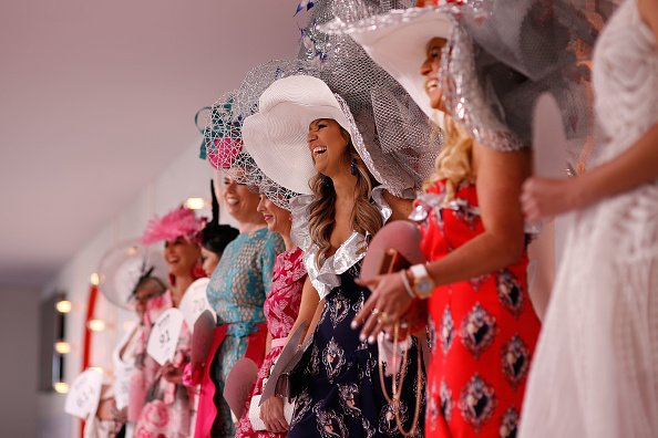 2017年参加着装奖比赛的选手们。(Daniel Pockett/Getty Images)