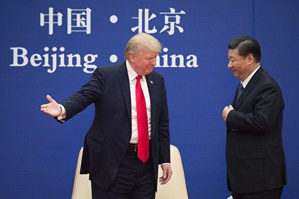 CNBC、CNN等美国媒体早在去年总统竞选期间就发文表示,川普有大量的中国粉丝。图为川普访华,和习近平在一起。(NICOLAS ASFOURI/AFP/Getty Images)