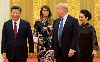 """川普(特朗普)总统11月10日结束对中国的国事访问,并发推说,跟习近平就贸易和朝鲜问题的会谈""""很有成效""""。白宫随后发布声明,列举了川普访华的三大成果。  ( JIM WATSON/AFP/Getty Images)"""