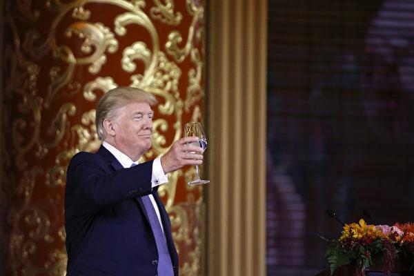 川普希望与中国建立一个充满活力的贸易关系。(Thomas Peter - Pool/Getty Images)