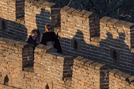 美国第一夫人梅拉尼娅则继续留在中国,先后到北京动物园观看熊猫后,往慕田峪长城游览。(NICOLAS ASFOURI/AFP/Getty Images)