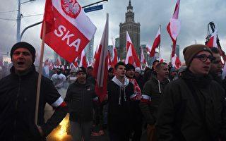 2017年11月11日波蘭人在獨立日舉行遊行示威。(JANEK SKARZYNSKI/AFP/Getty Images)