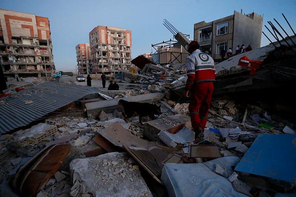 伊朗与伊拉克边境地区发生7.3级强震,已经造成至少300多人罹难、近4000人受伤。 (POURIA PAKIZEH/AFP/Getty Images)