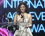 洛德在領取國際成就獎時,禁不住熱淚盈眶。(Phil Walter/Getty Images)