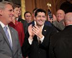 周四(11月16日),联邦众议院以227票对205票,通过共和党众议员11月2日提出的税改法案。(Chip Somodevilla/Getty Images)