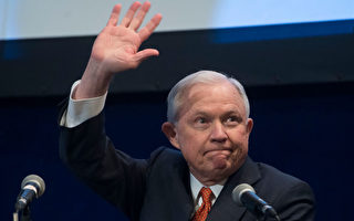 美國司法部長塞申斯(Jeff Sessions) 此前表示,各大庇護城市如果不和聯邦執法部門合作,將停止向這些城市提供聯邦經費補助。(SAUL LOEB/AFP/Getty Images)