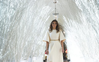 組圖:聖誕節梅拉尼婭裝扮白宮 現悠久傳統