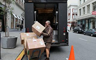 美国俄勒冈州一名UPS送货员送货,听到房间传出女人求救声而报警。警察抵达后,发现发出声音的是一只鹦鹉。(Justin Sullivan/Getty Images)