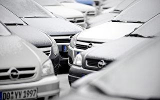 一輛停放20年的舊車停放影響到老車庫的拆遷,警方聯繫車主,發現他20年前曾經報警車子被盜。圖爲德國一座停車場。(VOLKER HARTMANN/AFP/Getty Images)