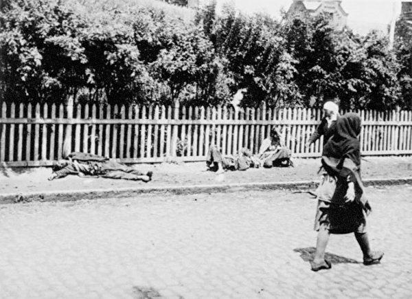 1933年乌克兰第二大城市哈尔科夫街头饿死的农民。(公有领域)