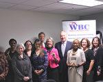 馬里蘭州審計長Peter Franchot與「馬里蘭州女性商業發展中心」成員合影。(林樂予/大紀元)