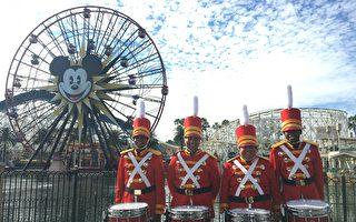 迪士尼加州冒險園內的玩具兵鼓隊鼓手們。(姜琳達/大紀元)