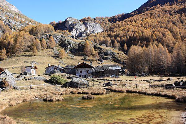 村子前的小池塘。(龚简/大纪元)