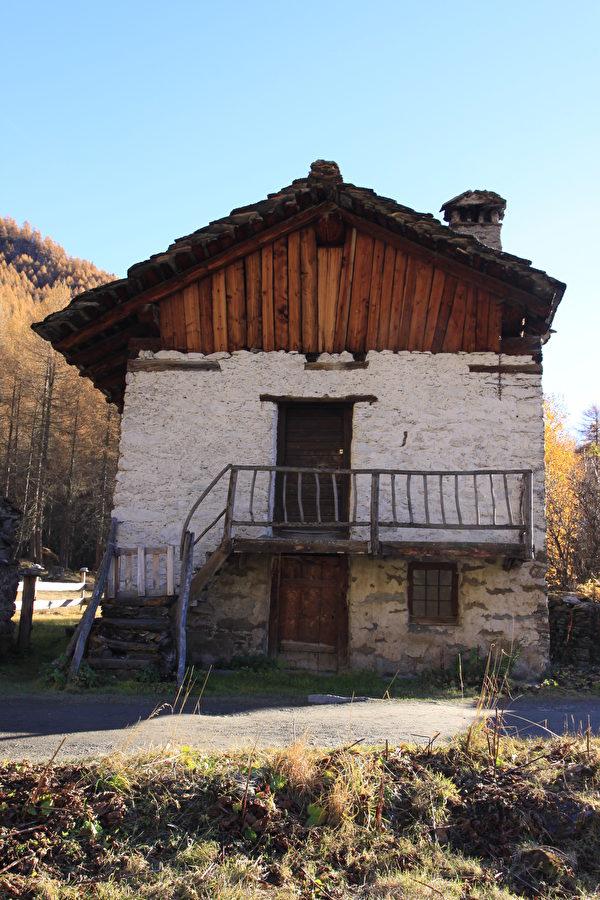 阿尔卑斯地区传统的建筑风格。(龚简/大纪元)