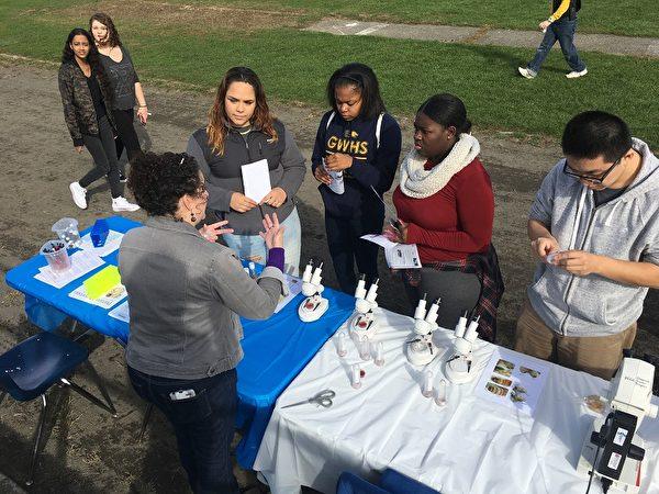 11月4日(周六),乔治华盛顿高中第一届年度社区学校博览上的科学项目展位。(MOE提供)