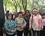 """2017年11月1日,因""""十九大""""被非法关押的上海访民今天首批获释者,再到是信访接待处继续维权。(访民提供)"""