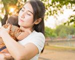 她40岁意外怀上女儿,全家人反对她生下这个孩子。(Shutterstock)