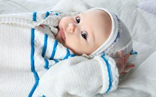 入冬時,媽爸開始擔心寶寶會著涼,如何給寶寶保暖呢?(Shutterstock)
