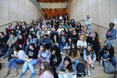 纽约市2016届学生中有57%毕业后注册两年或四年制的大学、职业教育或公共服务课程,这是纽约市近年来最高的大学入学率。