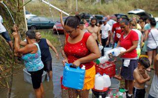 將部分受瑪麗亞颶風影響的波多黎各災民運往紐約州安家。 ( RICARDO ARDUENGO/AFP/Getty Images)