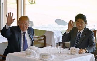 美国总统川普同日本首相安倍晋三进行了一系列的私人会谈。 (AFP)