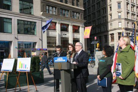 主计长斯静格报告MTA纽约公交危机。