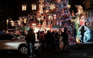 布碌崙戴克高地一居民区的户外圣诞灯饰,每年都吸引上万的当地和国际游客前来观赏。 (Spencer Platt/Getty Images)