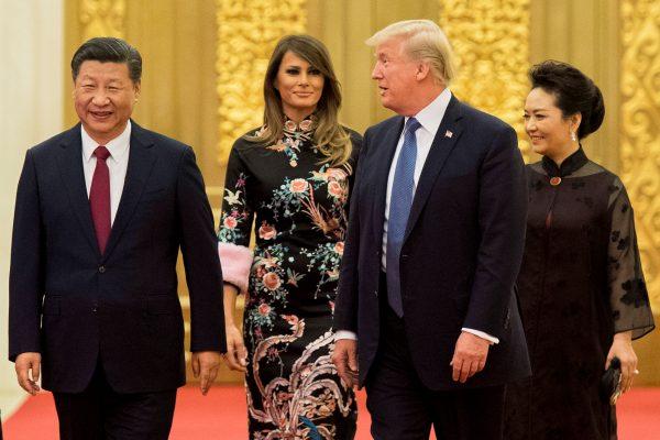 美国总统川普出访中国,镁光灯下的合作仍挡不住台面下的分歧。专家指,美中分歧的深层原因或在政治体制差异。图为9日川普与习近平会谈。 (AFP)