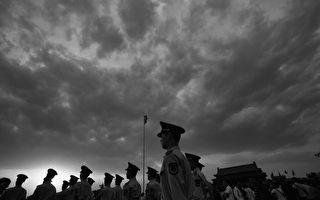中共武警部隊過去受到中共政法委及地方省市的直接管轄,薄熙來曾令武警部隊包圍美國駐成都領事館,而周永康曾用武警部隊發動319政變。(Feng Li/Getty Images)