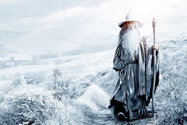 甘道夫是英国作家约翰.罗纳德.鲁埃尔.托尔金的史诗奇幻小说魔戒中的人物。(公有领域)