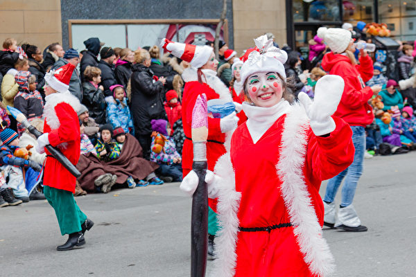 多伦多北边的旺市本周日下午举行圣诞老人大游行。(Shutterstock)