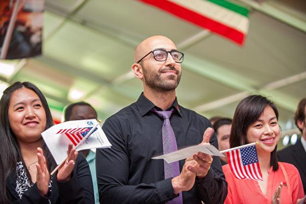 美国公民入籍宣示。(Shutterstock)