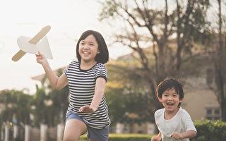 当我们还是纯净无染的孩子时,就像一颗温暖的太阳,充满着正面光明的力量。(Shutterstock)