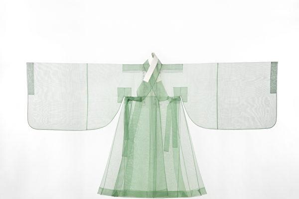 朝鲜王朝第21代君主英祖的丝质外袍。(韩国Arumjigi文化保护基金会提供)