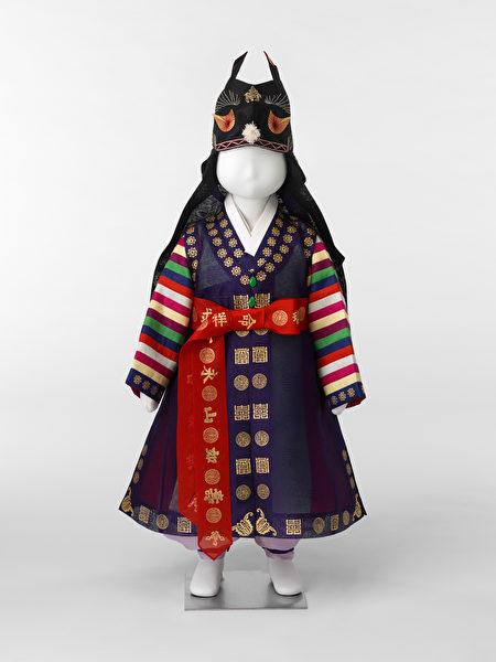 朝鲜王朝时代男孩一周岁的礼服。(韩国Arumjigi文化保护基金会提供)