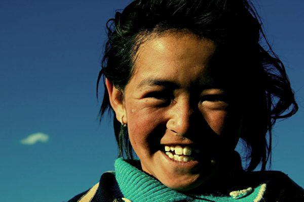 她們回報我的都是轉過臉來的燦爛的笑容和唯一流利的漢語「謝謝」。(pixabay)